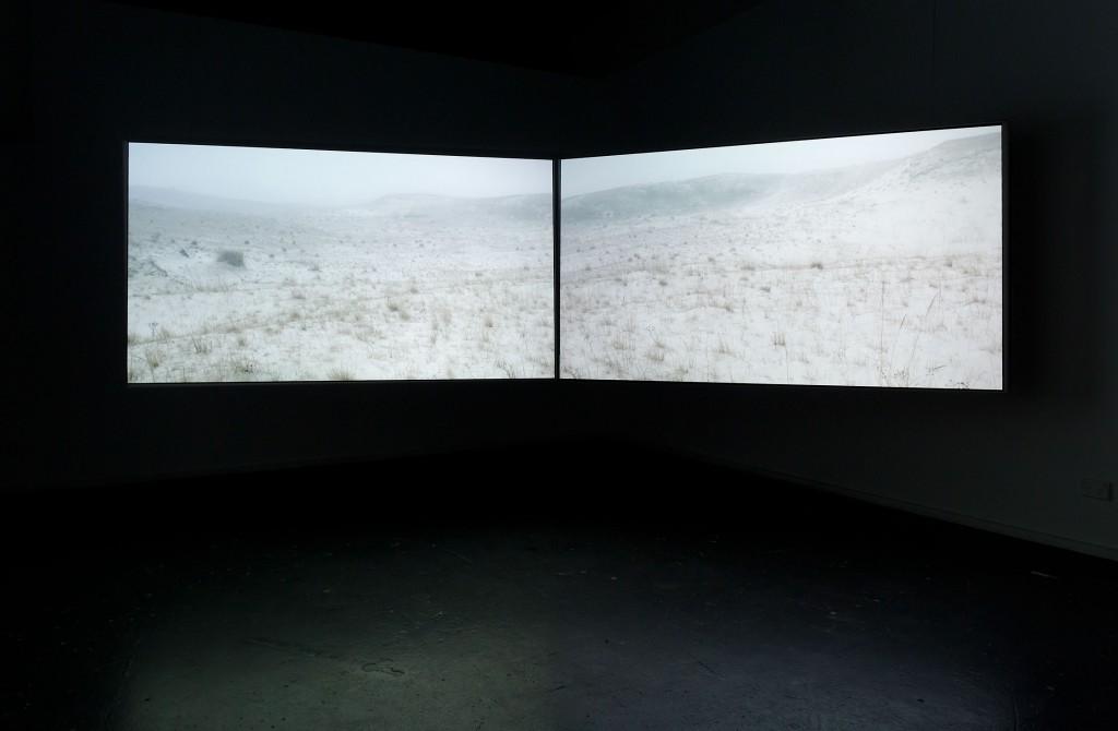 Sand/fog, installation, Lynette Smith, KINGS, head on